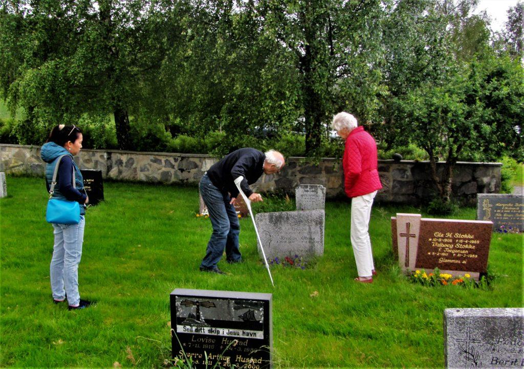 The gravestone of Guri's parents