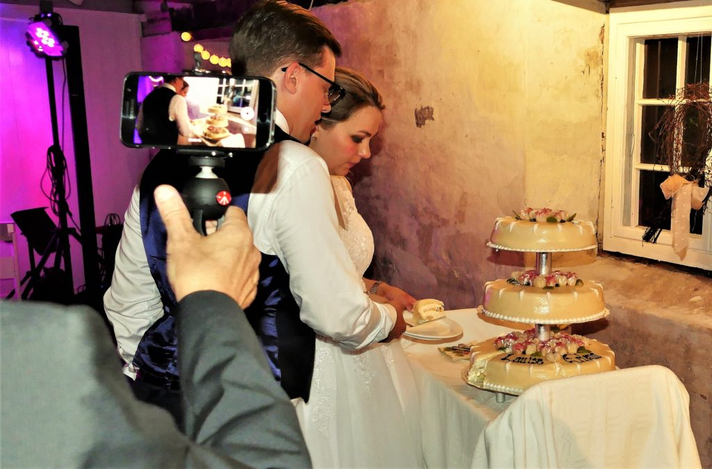 The wedding cake and the happy couple is a nice way to end this little glimpse into the heart of happiness