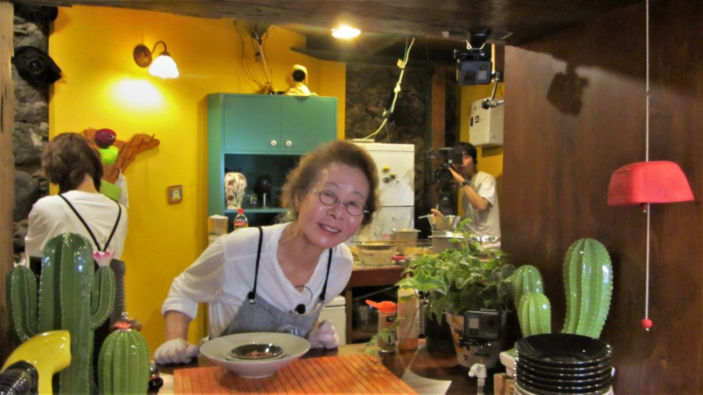 The chef shows up to be a famous Korean actress, Yoon Yeo Jung and a busy bee in the kitchen, Jung Yoo Mi